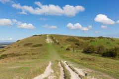 Chemin à la campagne anglaise BRITANNIQUE de Buckinghamshire Angleterre de collines de Chiltern de balise d'Ivinghoe Image stock