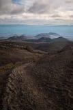 Chemin menant par le paysage extraterrestre autour du volcan de Tolbachik photo stock