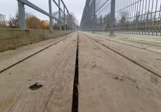 Chemin piétonnier de marche en bois extérieur images stock