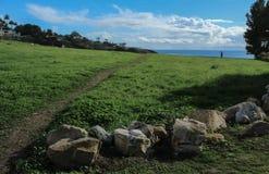 Chemin près des falaises de Palos Verdes Peninsula Overlooking l'océan pacifique, le comté de Los Angeles, la Californie images libres de droits