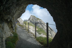 Chemin près de station de Pilatus Kulm au sommet du bâti Pilatus Image libre de droits