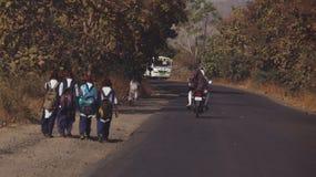 Chemin vers l'école dans l'Inde Images libres de droits