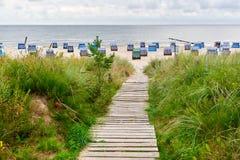 chemin vers la mer par la dune Photos stock