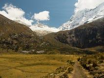 Chemin vers le lac 69, Pérou Images stock