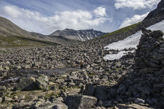 Chemin vers le Stabbeskaret-massif, Trollstigen voisin en Norvège Photo libre de droits