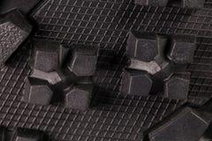 Cheminement des espadrilles noires sportives, matériel respirable Image libre de droits