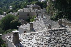 Cheminées sur les toits en pierre Images libres de droits