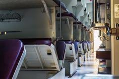 Chemins de fer de seconde classe vides d'un Russe de train Images libres de droits