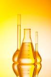 Chemisch buizenstelsel bij gradiënt royalty-vrije stock fotografie