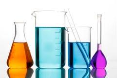 Chemisch glaswerk voor experimenten Stock Foto