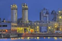 Chemische complex op rivierbank Royalty-vrije Stock Afbeelding