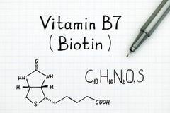 Chemische Formel des Biotins des Vitamin-B7 mit Stift Lizenzfreie Stockfotos