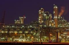 Chemische Produktionsanlage nachts Lizenzfreies Stockfoto
