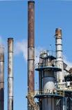Chemische Raffinerie-Betriebsschornstein-Turm-Rohrleitung Lizenzfreie Stockfotografie