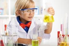 Chemische reactie Stock Afbeeldingen