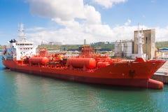 Chemische tanker die in haven wordt vastgelegd Royalty-vrije Stock Foto