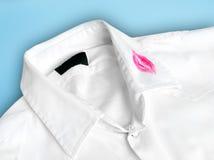 Chemise avec le baiser Photographie stock