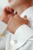 Chemise blanche avec des boutons de manchette Photographie stock libre de droits