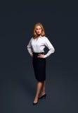Chemise blanche s'usante de femme d'affaires confiante photos libres de droits