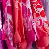 Chemise colorée de batik photographie stock