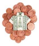 Chemise et lien d'origami du dollar sur des pièces de monnaie d'isolement Photographie stock libre de droits