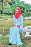 Chemisier et hijab d'usage de dame de Muslimah Images stock