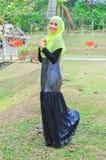 Chemisier et hijab d'usage de dame de Muslimah Photo libre de droits