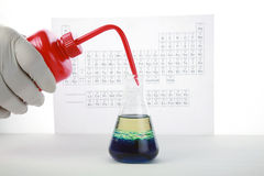 Chemist mixes chemicals Royalty Free Stock Photos
