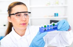 Chemist woman testing sample of liquid in Royalty Free Stock Photos