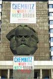 Chemnitz, Alemanha - 11 de outubro de 2018: sightseeings de Alemanha Construções e ruas históricas de Chemnitz Karl Marx Monum foto de stock royalty free