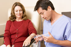 chemotherapy patient traetment undergoing στοκ εικόνα