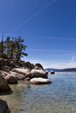Chemtrails über Lake Tahoe Stockfotos
