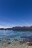 Chemtrails über Lake Tahoe Lizenzfreies Stockbild
