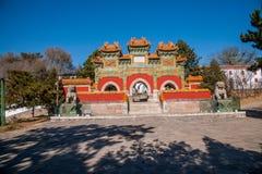 Chengde-Höhenkurort, Putuo, Hebei-Provinz durch den Tempel des Glasbogens Stockfotografie