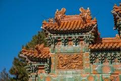 Chengde-Höhenkurort, Putuo, Hebei-Provinz durch den Tempel des Glasbogens Stockfotos