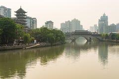 Chengdu Anshun most i Jinjiang rzeka w świetle dziennym - Chiny zdjęcie stock