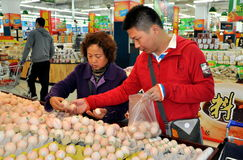 Chengdu,China: Chinese Shopping at Walmart Stock Photo