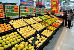 Chengdu, China: De Supermarkt van Walmart royalty-vrije stock foto