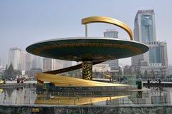 Chengdu, China: Drache-Brunnen im Tianfu Quadrat lizenzfreies stockfoto