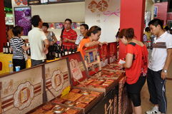 Chengdu, China: Klanten bij Festival Mooncake Stock Foto