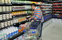 Chengdu, China: Man Shopping in Supermarket Royalty Free Stock Photography