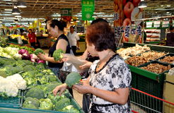 Chengdu, China: Shoppers at Super Market Royalty Free Stock Photography
