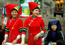 Chengdu, China: Três mulheres dos povos de Yi Fotografia de Stock