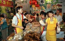 Chengdu, China: Vendedores do festival do alimento Imagens de Stock