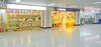 Chengdu, China: winkels in de metro royalty-vrije stock afbeeldingen