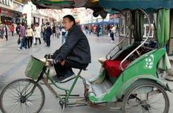 Chengdu, Chine : Chauffeur de taxi de Pedicab Images stock
