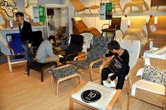 Chengdu, Cina: Acquistando ad IKEA fotografia stock