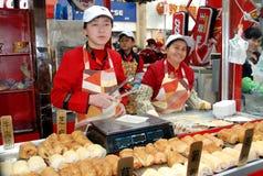 Chengdu, Cina: Fornitori di alimento della via del Chun Xi fotografia stock libera da diritti