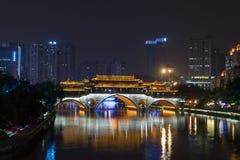 CHENGDU KINA - NOVEMBER 24: Anshun bro på natten November 24 2017 Arkivbilder