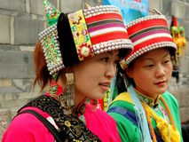 chengdu kobiety porcelanowe chińskie etniczne Yi Obrazy Royalty Free
